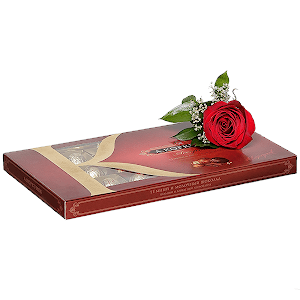 Коробка конфет с бутоньеркой